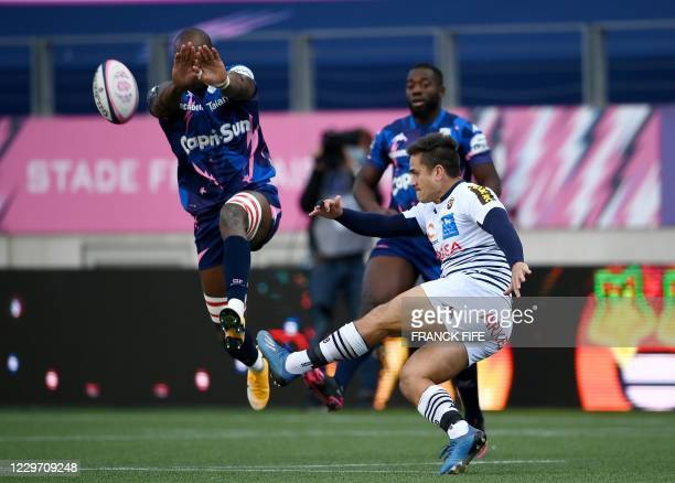 Bordeaux Begles' New Zealander fly-half Ben Botica kicks the ball during the French Top 14 rugby union match between Stade Francais Paris and Union...