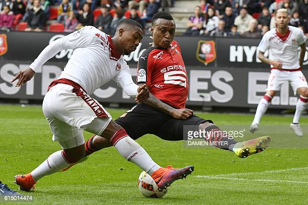 Bordeaux' Brazilian forward Malcom vies with Rennes' Mozambican defender Edson Mexer during the French L1 football match between Rennes and Girondins...