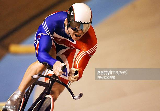Great Britain's Chris Hoy competes in the men's 1 km Time Trial final during the UCI Track Cycling World Championships in Bordeaux, 14 April 2006....