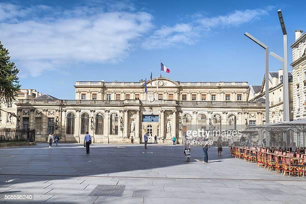 bordeaux-hotel de ville mit sonnenlicht - pjphoto69 stock-fotos und bilder