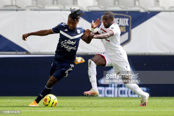 Bordeaux' Nigerian forward Samuel Kalu and Nice's French defender Hassane Kamara vie during the French L1 football match between Bordeaux and Nice on...