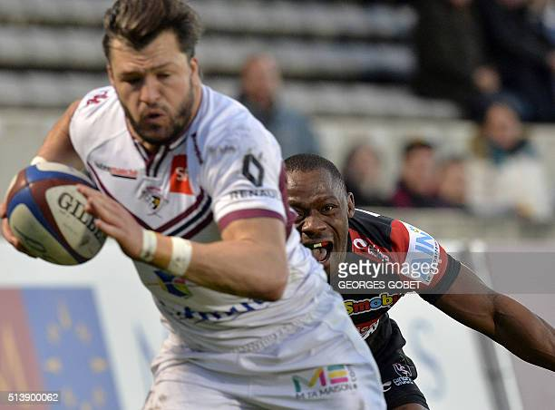 BordeauxBegles' Australian wing Adam AshleyCooper runs with the ball during the French Top 14 rugby union match between BordeauxBegles and Oyonnax on...