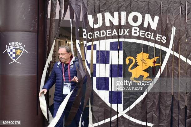 Bordeaux-Begles' French Manager Jacques Brunel enters the pitch prior the French Top 14 rugby union match between Bordeaux-Begles and La Rochelle on...
