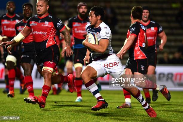BordeauxBegles' Samoan winger Ed Fidow runs to score a try during the French Top 14 rugby union match between BordeauxBegles and Oyonnax at The...