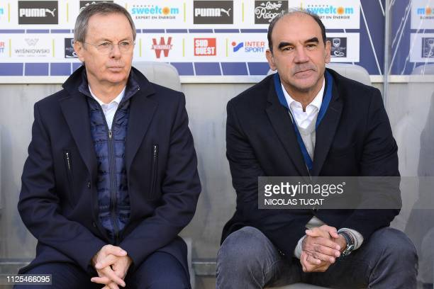 Bordeaux's Brazilian manager Ricardo and Bordeaux's French assistant coach Eric Bedouet look on during the French L1 football match between Bordeaux...