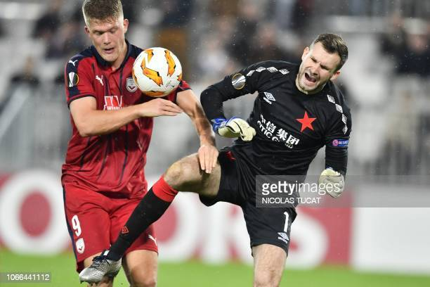 Bordeaux's Danish forward Andreas Cornelius vies with Prague's goalkeeper Ondrej Kolar during the Europa league football match of Group C between...