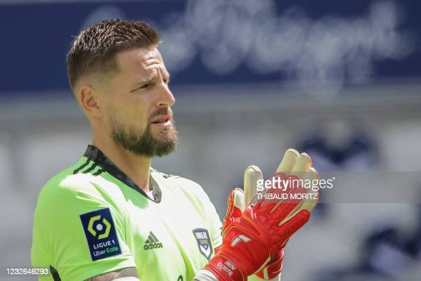 Bordeaux's French goalkeeper Benoit Costil claps his hands during the French L1 football match between Girondins de Bordeaux and Stade Rennais at the...
