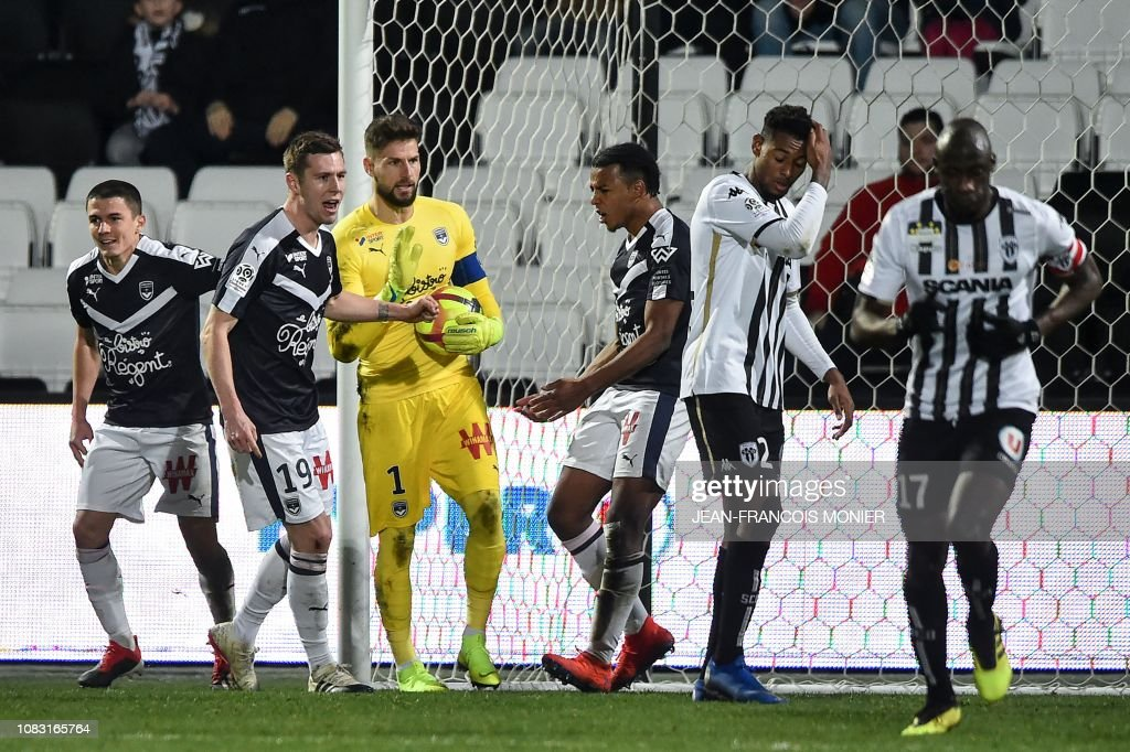 FBL-FRA-LIGUE1-ANGERS-BORDEAUX : News Photo