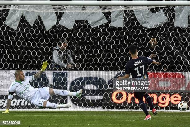 Bordeaux's French midfielder Adam Ounas shoots and scores a penalty against SaintEtienne's French goalkeeper Stephane Ruffier during the French L1...