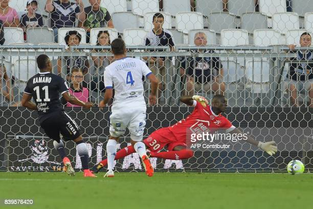 Bordeaux's Guinean forward Francois Kamano scores a goal to Troyes' Malian goalkeeper Mamadou Samassa during the French Ligue 1 football match...