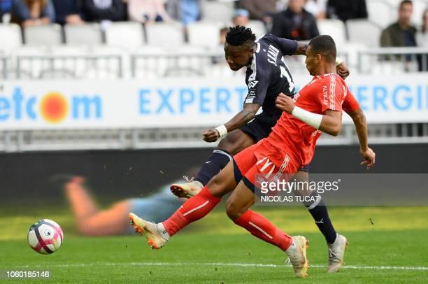 Bordeaux's Nigerian forward Samuel Kalu shoots past Caen's French defender Alexander Djiku during the French Ligue 1 football match between Bordeaux...