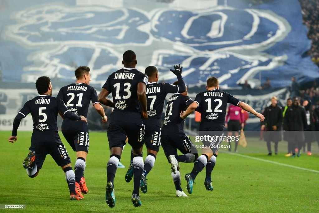 Bordeaux's players celebrate after scoring a goal during the French L1 football match between Bordeaux and Marseille on November 19, 2017 at the Matmut Atlantique stadium in Bordeaux, southwestern France. /