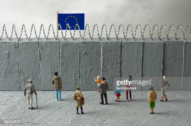 border 4 - emigration and immigration stock pictures, royalty-free photos & images