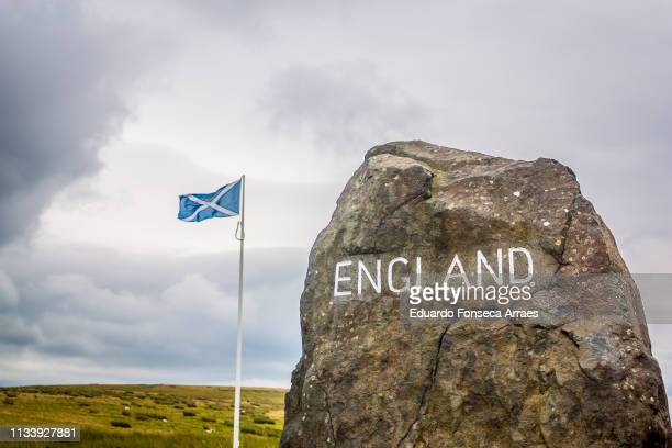 border between england and scotland - scotland stock-fotos und bilder