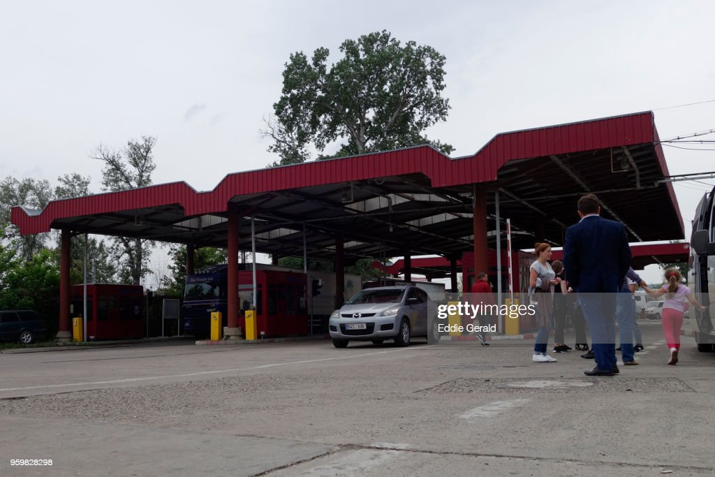 Border checkpoint between Romania and Moldova : Stock-Foto