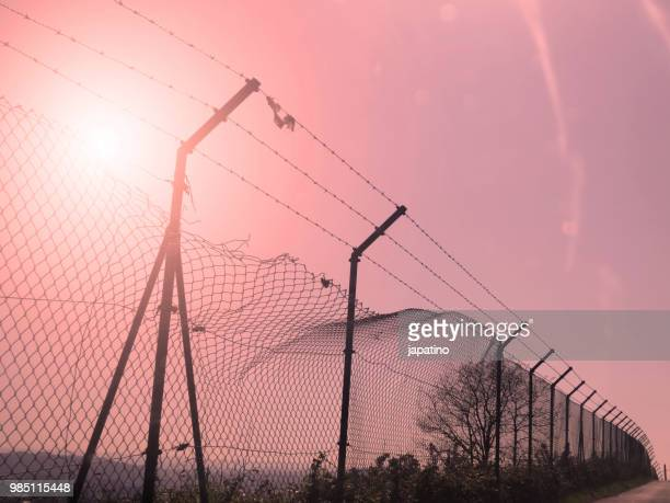 border fence wall against illegal immigration - geographical border stock pictures, royalty-free photos & images