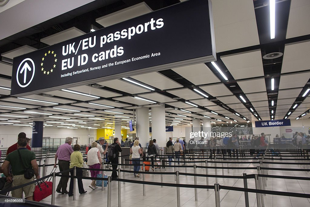 Passport control at Gatwick Airport : News Photo