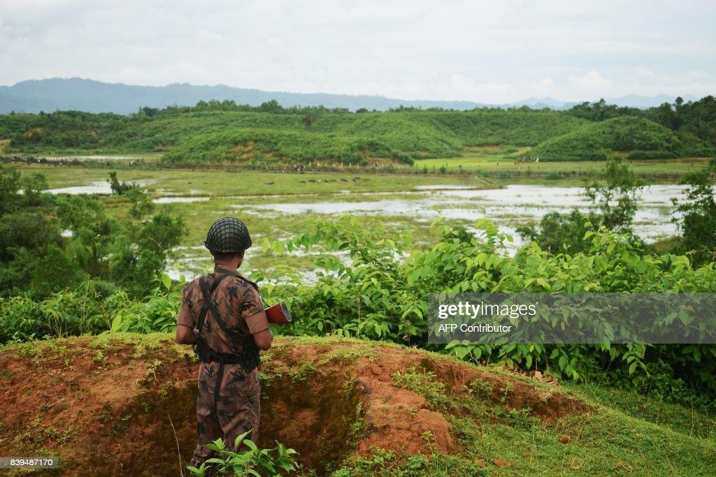 MYANMAR-BANGLADESH-UNREST-RAKHINE-ROHINGYA : News Photo