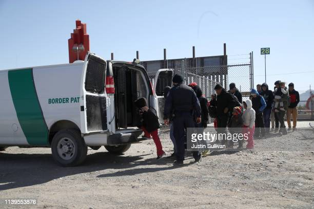 Border Patrol agent loads detained migrants into a van at the border of the United States and Mexico on March 31, 2019 in El Paso, Texas. U.S....