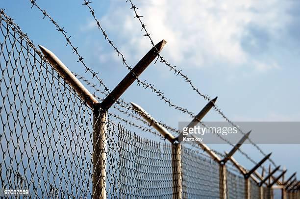 frontera - valla límite fotografías e imágenes de stock