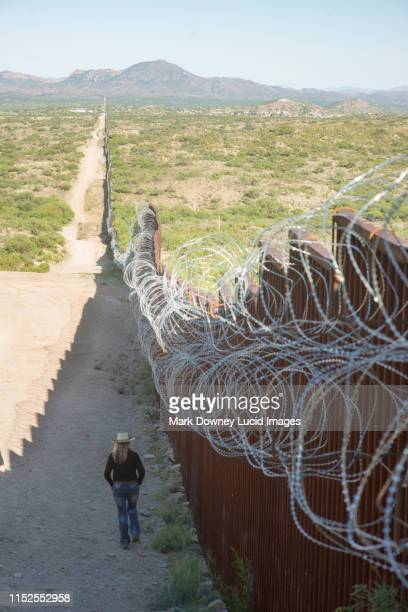 border wall - national border stock pictures, royalty-free photos & images