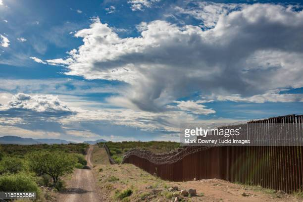 border wall - usボーダーパトロール ストックフォトと画像
