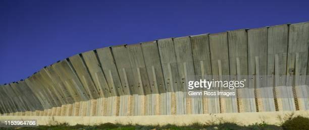border wall - 国境 ストックフォトと画像
