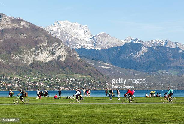 bords du lac d'annecy - lake annecy stock photos and pictures