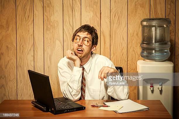 退屈のビジネスの男性のオフィス