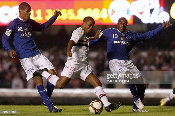 Borges , of Brazil's Sao Paulo FC, vies with Leo Fortunato and Leonardo Silva, of Brazil's Cruzeiro, during their Libertadores Cup second-leg...