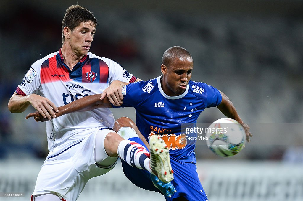 Borges of Cruzeiro and Ortiz of Cerro Porteno during the match between Cruzeiro v Cerro Porteno for the Copa Briedgestone Liberators 2014 at Mineirao stadium on april 16, 2014 in Belo Horizonte, Brazil.