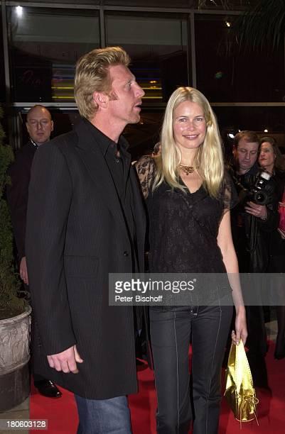 Boris Becker Claudia Schiffer Premiere Kinofilm '6 6 6 TRAUE KEINEM MIT DEM DU SCHLÄFST' München Ankunft roter Teppich umarmen