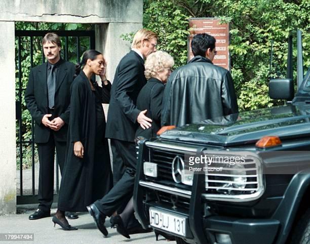 Boris Becker Ehefrau Barbara Becker SchwesterSabine Ehemann Matthias Schorp MutterElvira Trauergäste Beerdigung vonKarlHeinz Becker Leimen