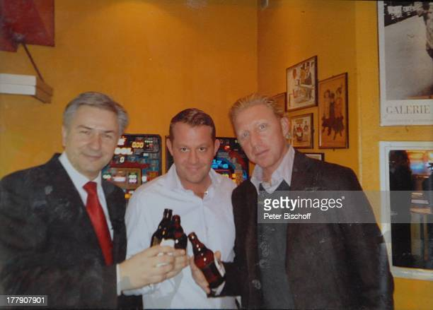 Boris Becker Klaus Wowereit Besitzer CurrywurstBude nach TheaterGala 'Das große Kleinkunstfestival für Kabarett Comedy und Musik' der Wühlmäuse 2010...