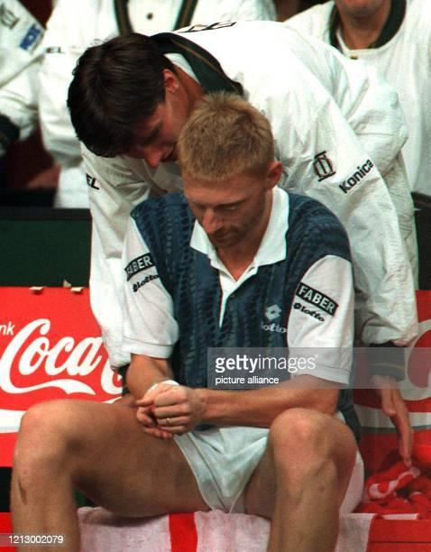 Boris Becker und Michael Stich führten durch einen 41Sieg in Utrecht gegen Gastgeber Niederlande das deutsche DaviscupTeam in das Halbfinale in dem...