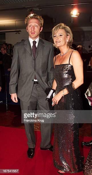 Boris Becker Und Moderatorin Sabine Christiansen Bei Bambi2001 Verleihung In Berlin