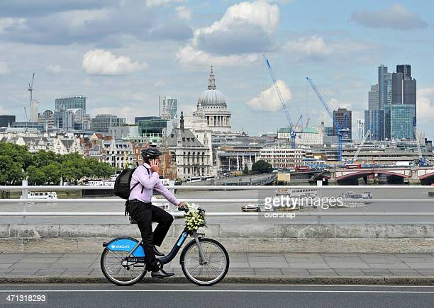 boris bike - barclays cycle hire stock pictures, royalty-free photos & images