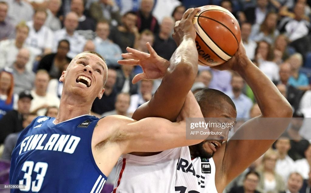 TOPSHOT - Boris Diaw of France (R) vies with Erik Murphy of Finland during the basketball European Championships Eurobasket 2017 qualification round Group A match France vs Finland in Helsinki, Finland on August 31, 2017. / AFP PHOTO / Lehtikuva / Jussi Nukari / Finland OUT