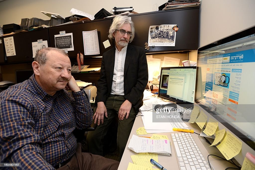 Boris Sandler (L), Editor and Itzik Gottesman (R), Associate Editor, view redesigned website of The Yiddish Daily Forward February 1, 2013 in the newspapers' office in New York. The Yiddish website, part of the 115-year old Jewish newspaper, will be launched on February 4. AFP PHOTO/Stan HONDA