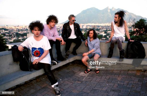 Photo of Boris WILLIAMS and Simon GALLUP and Robert SMITH and Perry BAMONTE and Porl THOMPSON and The CURE LR Robert Smith Perry Bamonte Boris...