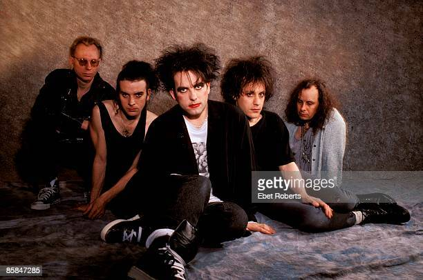 Photo of Boris WILLIAMS and Simon GALLUP and Robert SMITH and Porl THOMPSON and Perry BAMONTE and The CURE LR Boris Williams Simon Gallup Robert...
