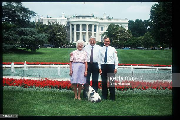 Boris Yeltsin President George Bush And Barbara Bush Stand On The Lawn In Front Of The White House In Washington Dc Before Becoming President Bush...