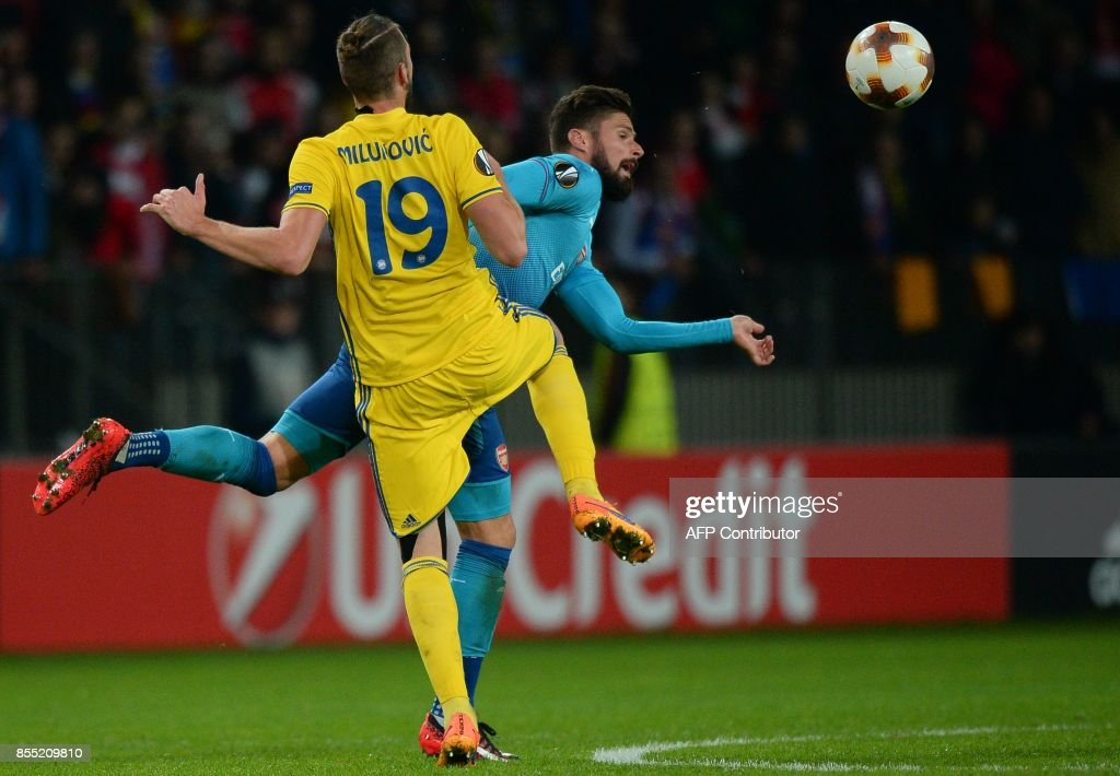 Borisov's defender from Serbia Nemanja Milunovic and Arsenal's forward from France Olivier Giroud vie for the ball during the UEFA Europa League Group H football match between FC BATE Borisov and Arsenal FC in Borisov, outside Minsk, on September 28, 2017. / AFP PHOTO / Maxim MALINOVSKY