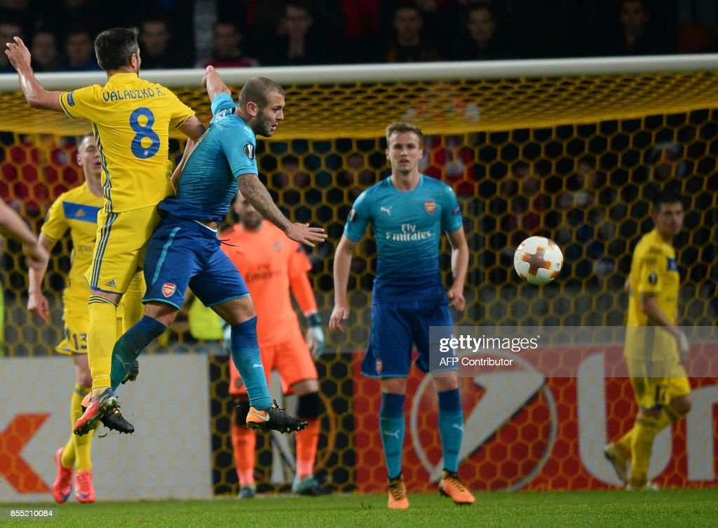Borisov's midfielder from Belarus Aliaksandr Valadzko and Arsenal's midfielder from England Jack Wilshere vie for the ball during the UEFA Europa League Group H football match between FC BATE Borisov and Arsenal FC in Borisov, outside Minsk, on September 28, 2017. / AFP PHOTO / Maxim MALINOVSKY