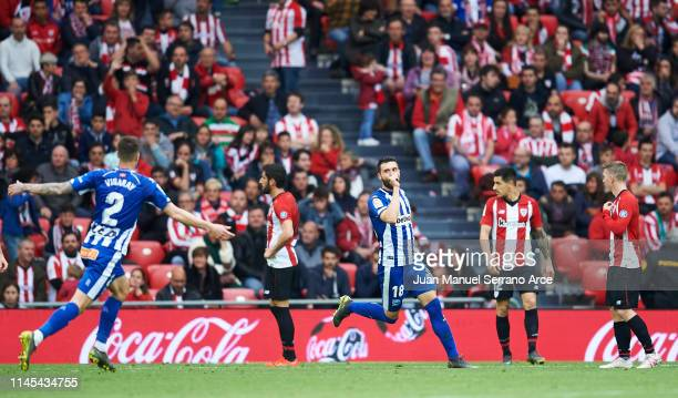 Borja Gonzalez of Deportivo Alaves celebrates after scoring goal during the La Liga match between Athletic Club and Deportivo Alaves at San Mames...
