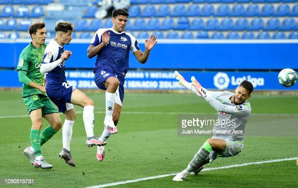 Borja Sainz of Deportivo Alaves scores the opening goal during the Liga match between Deportivo Alaves and Real Sociedad at Estadio de Mendizorroza...