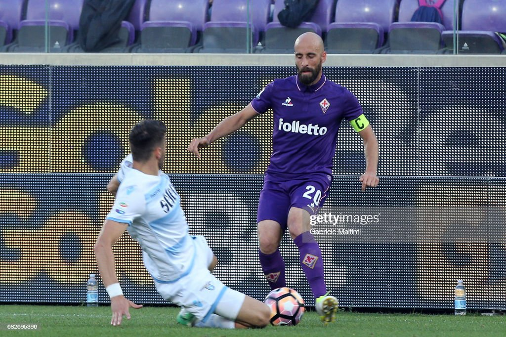 Borja Valero of ACF Fiorentina battles for the ball with Wesley Hoedt of SS Lazio during the Serie A match between ACF Fiorentina and SS Lazio at Stadio Artemio Franchi on May 13, 2017 in Florence, Italy.