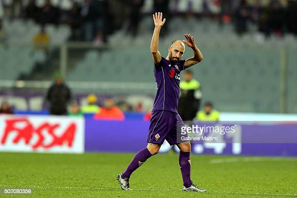 Borja Valero of ACF Fiorentina greets fans after during the Serie A match between ACF Fiorentina and AC Chievo Verona at Stadio Artemio Franchi on...