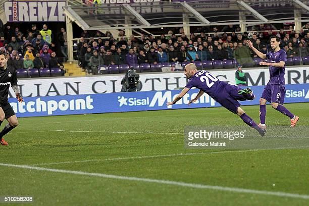 Borja Valero of ACF Fiorentina scores a goal during the Serie A match between ACF Fiorentina and FC Internazionale Milano at Stadio Artemio Franchi...