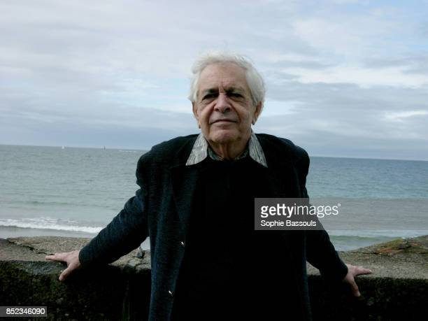 Born in Cuba during the 1930s Eduardo Manet took French nationality in 1979 His love of writing formed at the age of 15 and after that of theater and...